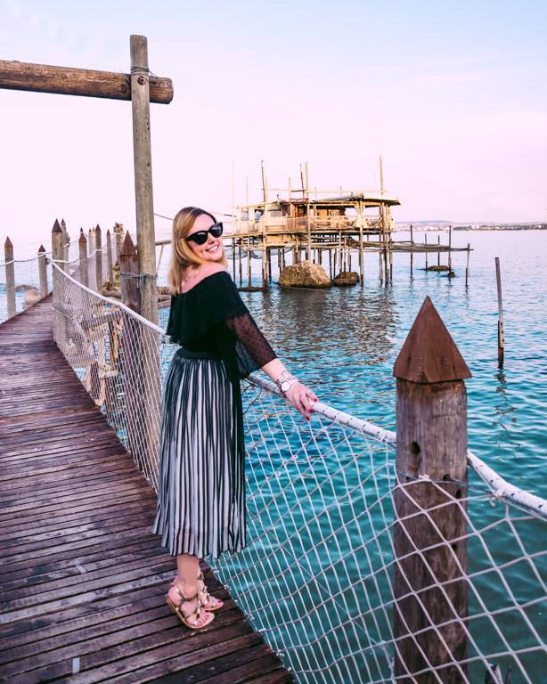 Terre dei Trabocchi : una location favolosa per mostrarvi il mio outfit con la gonna midi must-have di quest'anno, trovata sul sito Allegra K Fashion
