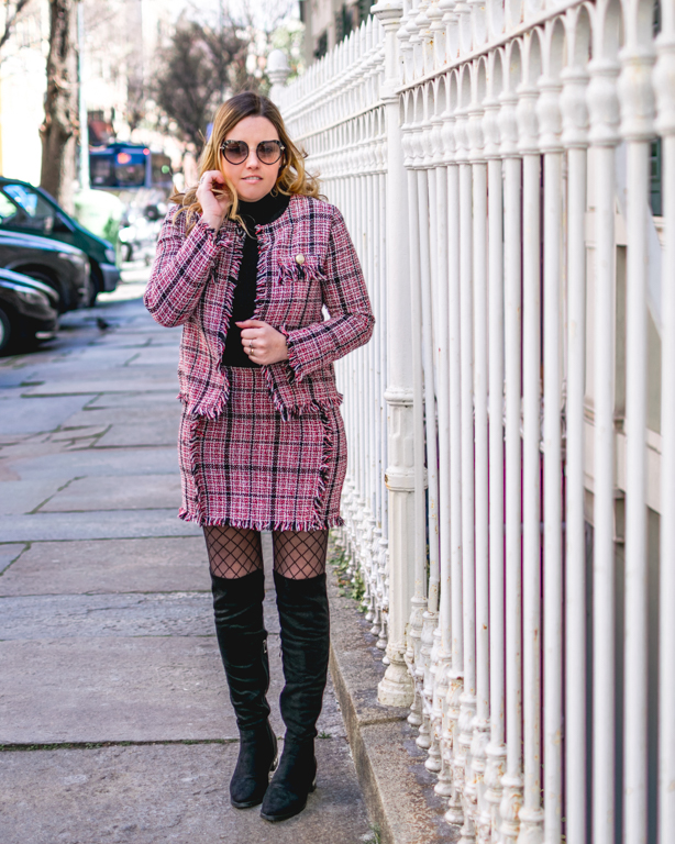 Tailleur stile Chanel: un look english style con la location giusta!