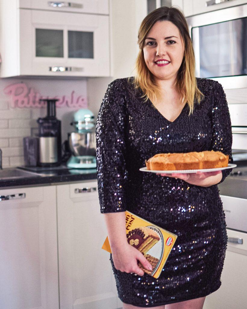Ciambellone vaniglia e cioccolato: in cucina con l'abito da sera