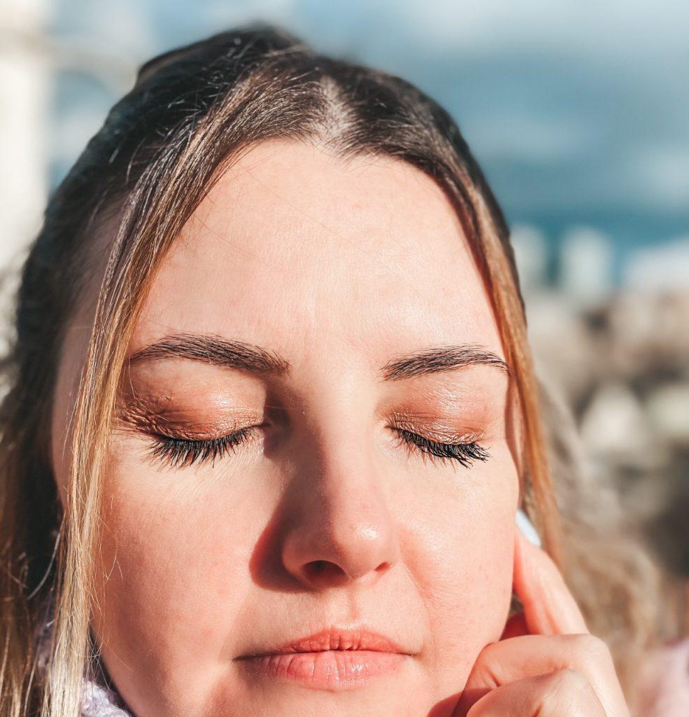 Make-up con gli occhiali: come valorizzare lo sguardo indossando occhiali da vista